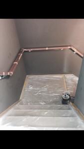 Latex spuiten in trappenhuis.